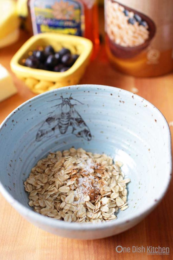 uncooked oatmeal in bowl